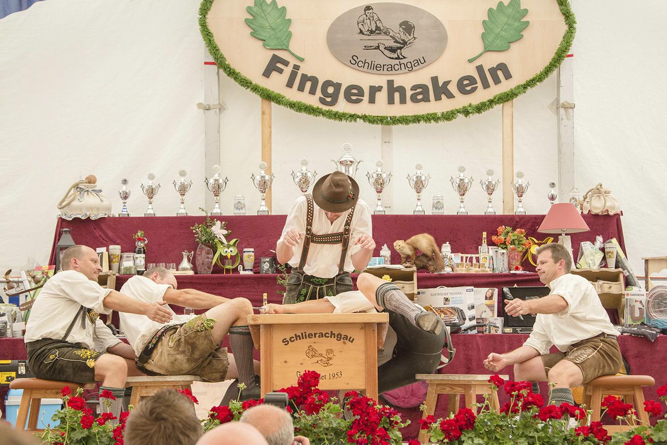 Reichvilser-Katharina_fingerhakeln_3