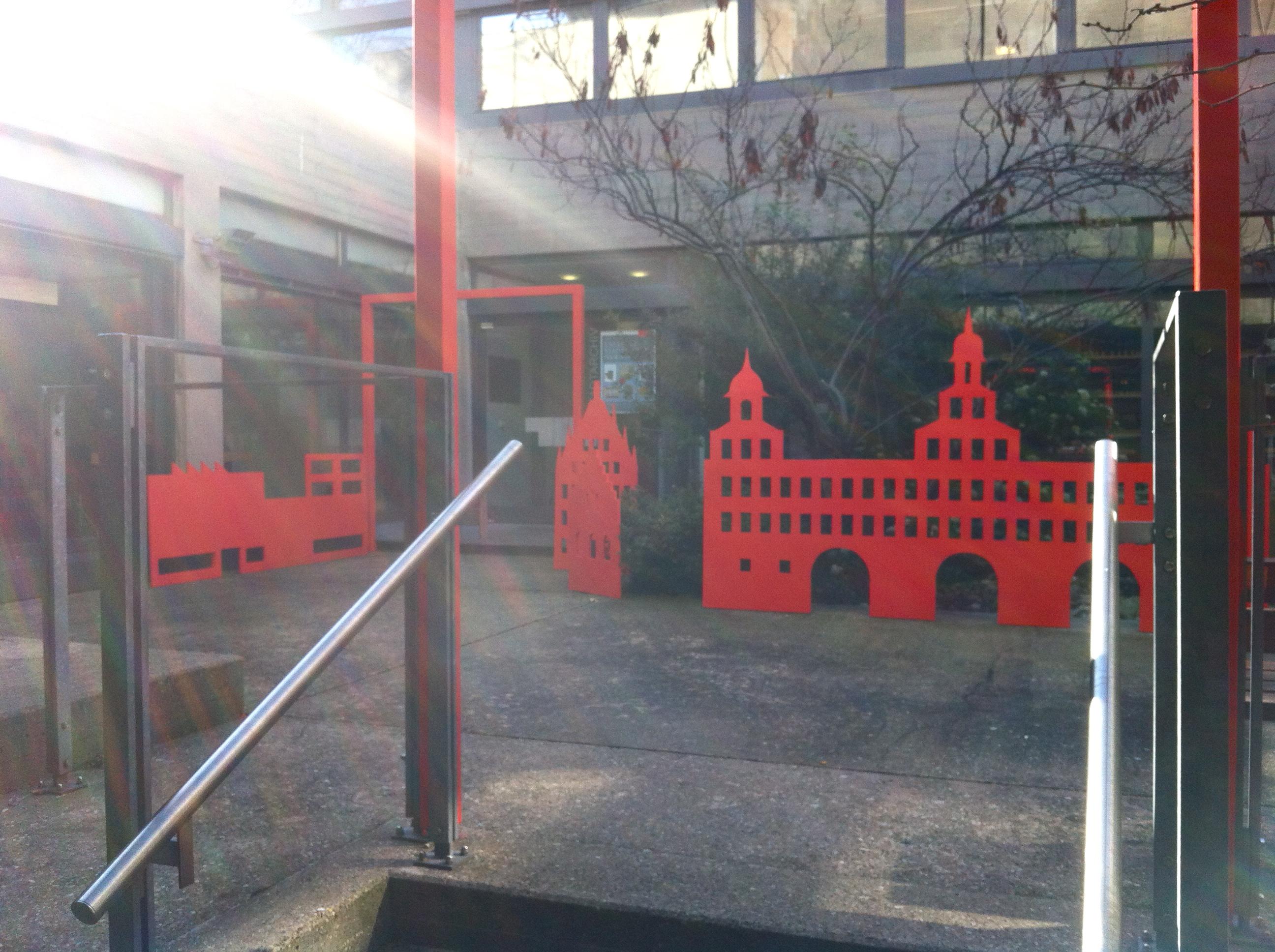 """Die baulichen Stationen des Archivs im """"Nürnberger Rot""""."""