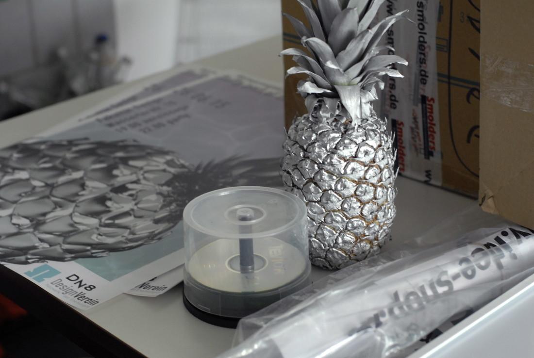 """Am Anfang war die Ananas. Fragen dazu kann vielleicht der Begriff """"Vapour Wave"""" beanworten. Foto: C. Albert"""