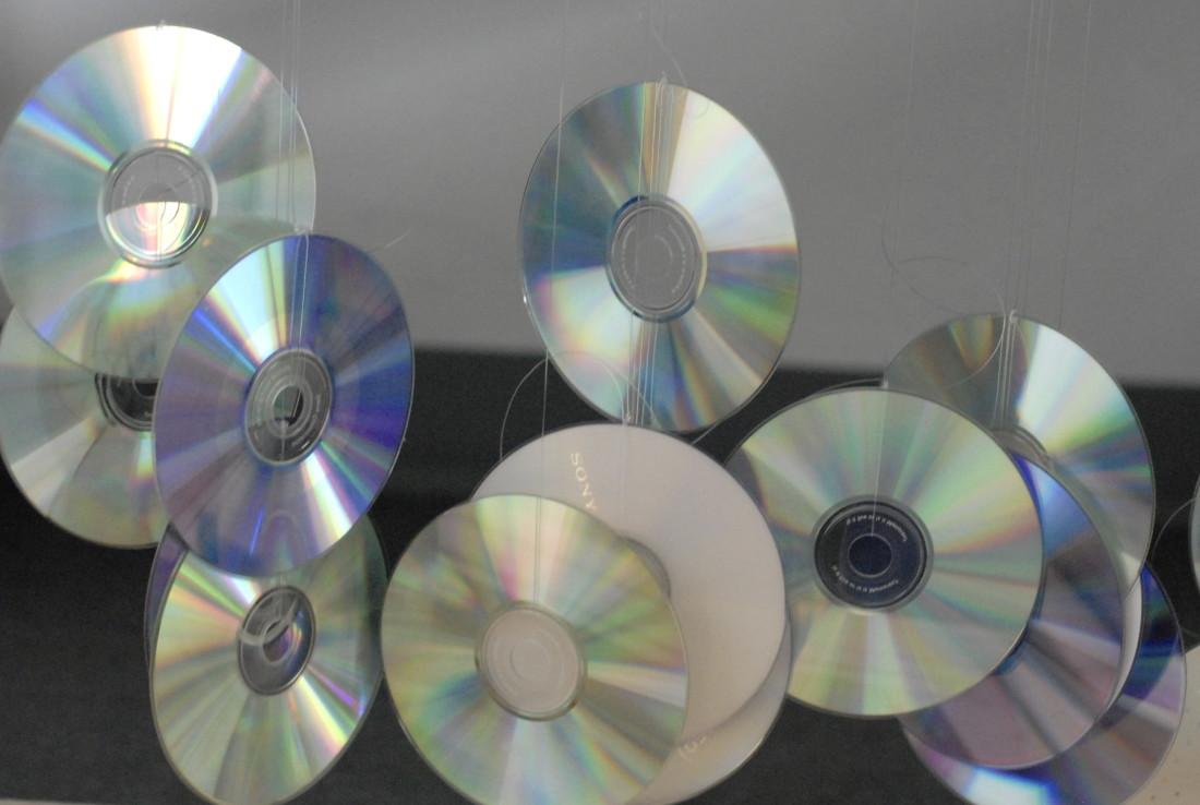 Ein Himmel aus CDs. Oleg und Philip brachten sie zum Schweben. Foto: C. Albert
