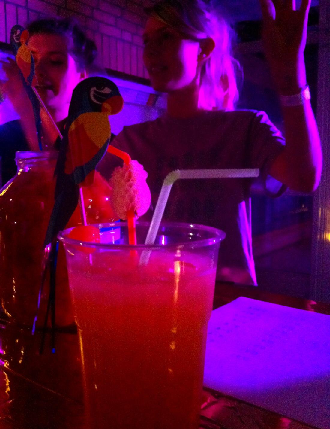 """Fruity Pink Iland"" Bar"